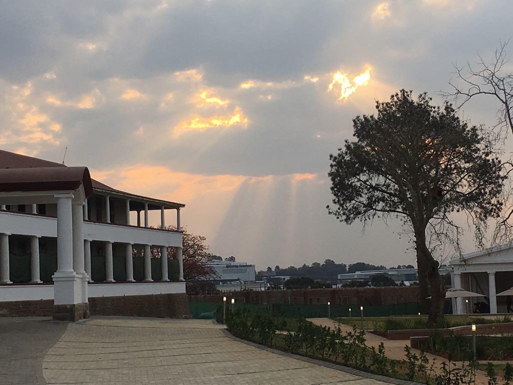 Sunshine overthe Oval